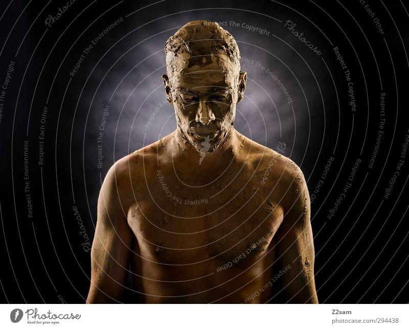 Auferstehung Mensch Jugendliche Erwachsene dunkel Junger Mann Traurigkeit Stein Sand Stil träumen maskulin dreckig Erde Gold stehen Trauer