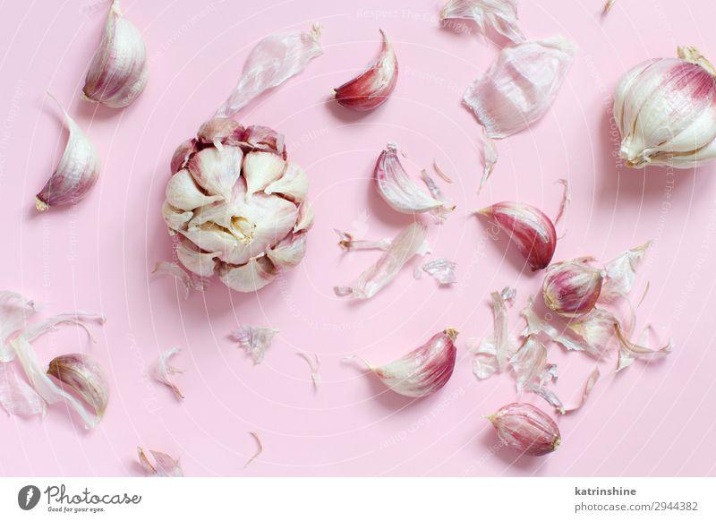 Frischer Knoblauch auf hellrosa Hintergrund Gemüse Kräuter & Gewürze Vegetarische Ernährung frisch oben Verfall Knolle ingrerient Gewürznelke Pastell