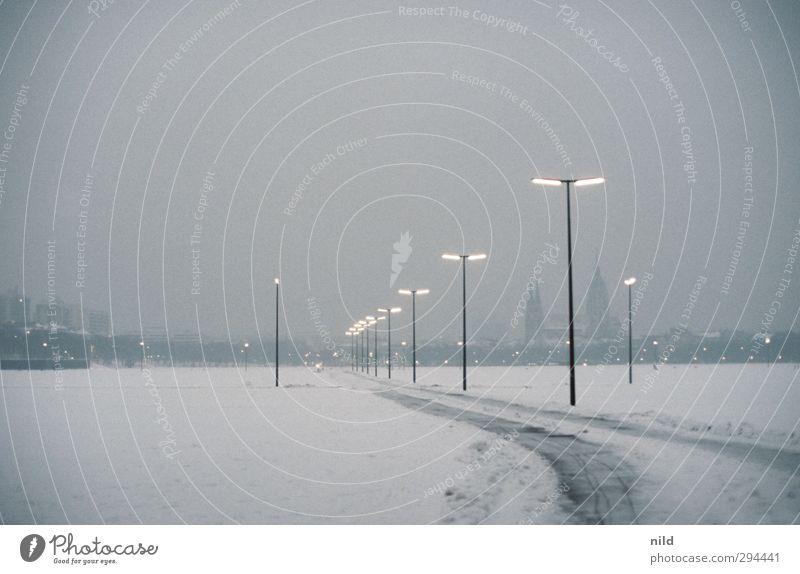 Theresienwiese – Nebensaison Himmel Winter Wetter schlechtes Wetter Nebel Eis Frost Schnee Schneefall München Stadt Menschenleer Kirche Platz Sehenswürdigkeit