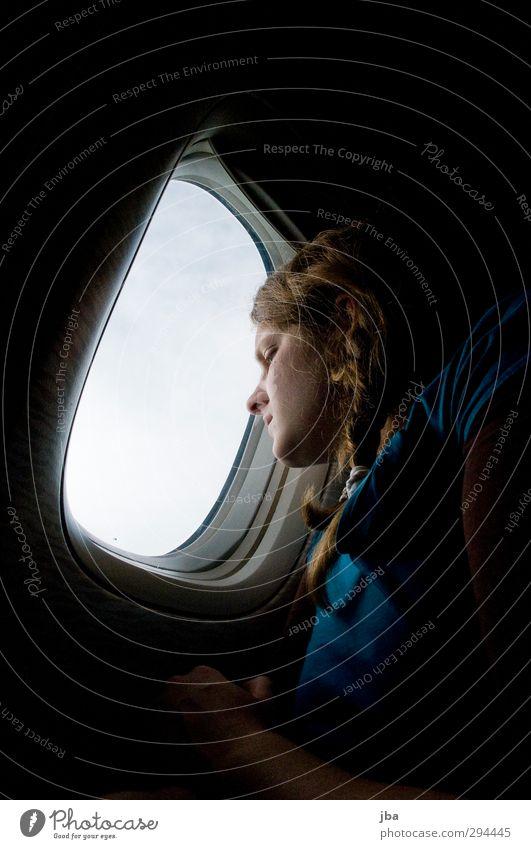 Sind wir schon da? Mensch Jugendliche Ferien & Urlaub & Reisen Junge Frau Erwachsene Ferne feminin Haare & Frisuren 18-30 Jahre Flugzeugfenster Verkehr warten