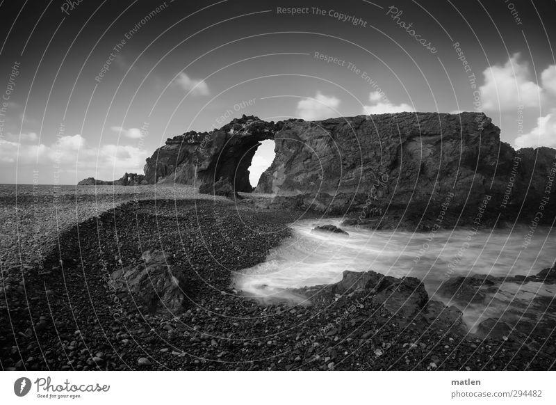 Himmelstor Landschaft Wasser Wolken Horizont Wetter Schönes Wetter Felsen Wellen Küste Strand Meer schwarz weiß Schwarzweißfoto Außenaufnahme Menschenleer