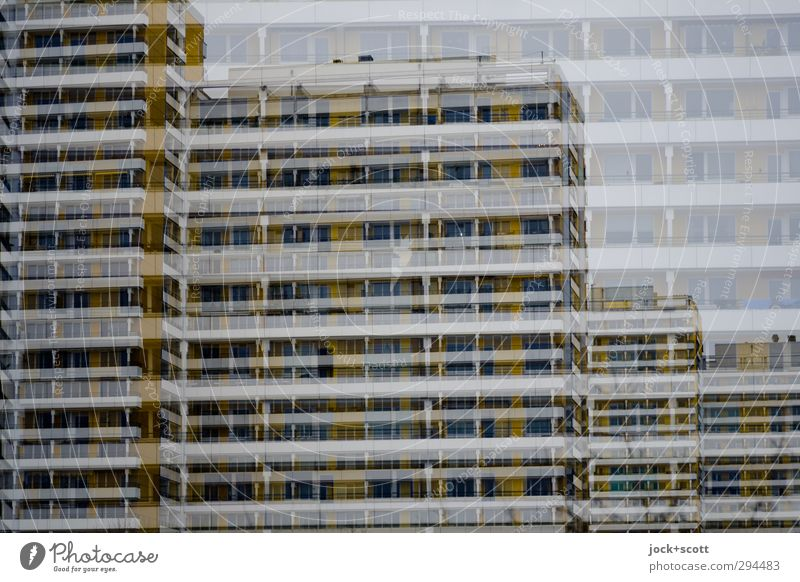 doppelte Tristesse Marzahn Architektur Plattenbau Stadthaus Fassade Beton Linie Streifen eckig Ferne hässlich kalt nah oben unbeständig trist ästhetisch komplex