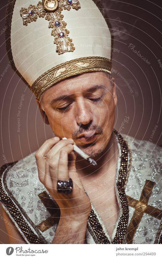 Smoke Gets in Your Eyes Mensch Erwachsene Religion & Glaube Denken braun maskulin gold 45-60 Jahre Coolness Rauchen historisch Gelassenheit Ring skurril Rauschmittel trashig
