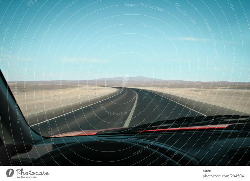 Wüstenrallye Himmel blau schwarz Straße Wege & Pfade Autofenster Sand PKW Horizont Freizeit & Hobby Verkehr Geschwindigkeit trist fahren trocken