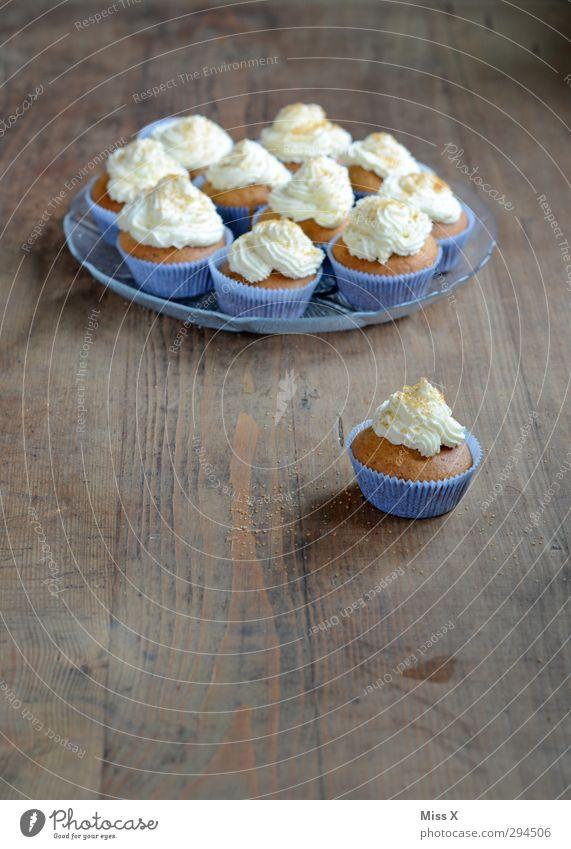 Cupcakes Lebensmittel Kuchen Ernährung Frühstück Kaffeetrinken Büffet Brunch Feste & Feiern Geburtstag klein lecker süß Muffin Sahne Frischkäse Backform