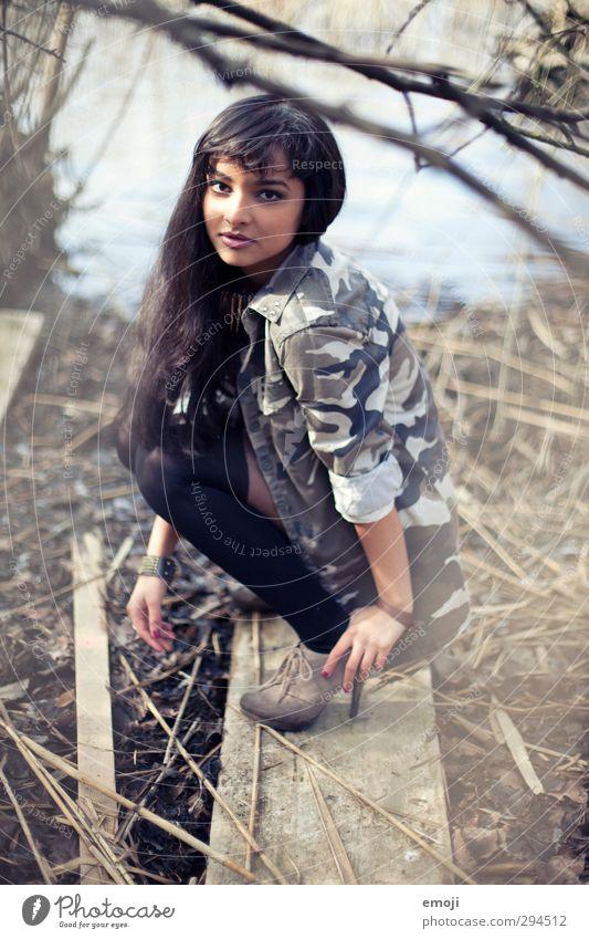 hey Mensch Natur Jugendliche schön Junge Frau Erwachsene feminin 18-30 Jahre trendy Hockstellung
