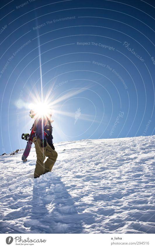 100 suns Lifestyle Sport Wintersport Snowboard Mensch maskulin Mann Erwachsene Umwelt Natur Urelemente Wolkenloser Himmel Sonne Sonnenlicht Schönes Wetter