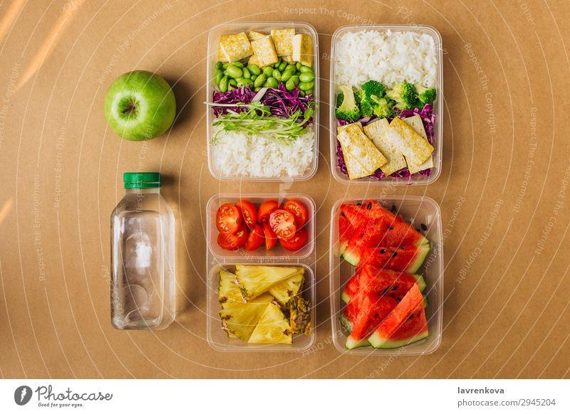Zwei gesunde vegane Lunch-Bento-Boxen im asiatischen Stil organisch Container Ernährung Schule Apfel Sprossen Brokkoli Wassermelone Asiatische Küche