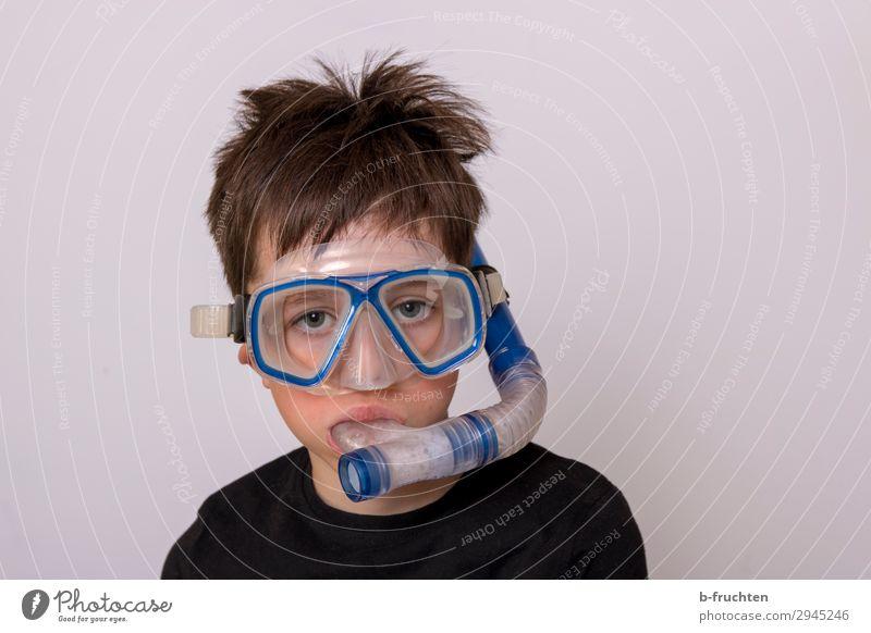 Einfach mal abtauchen Wassersport Schwimmen & Baden Kind Gesicht 1 Mensch gebrauchen Spielen Sport Schnorcheln Tauchgerät Taucherbrille Brille spaßig Freude