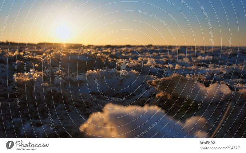 Schnee + Sand = Schnand Natur Himmel Wolkenloser Himmel Sonne Sonnenaufgang Sonnenuntergang Winter Schönes Wetter Strand Ostsee kalt Farbfoto Außenaufnahme