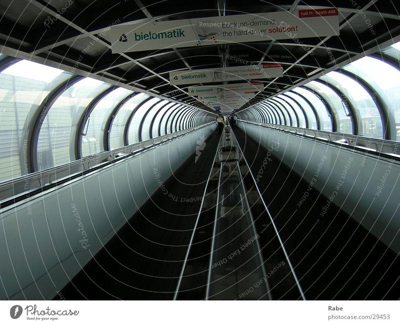 Impressionen der Drupa in D'dorf 2004 Architektur Tunnel Messe Düsseldorf Durchgang Laufband