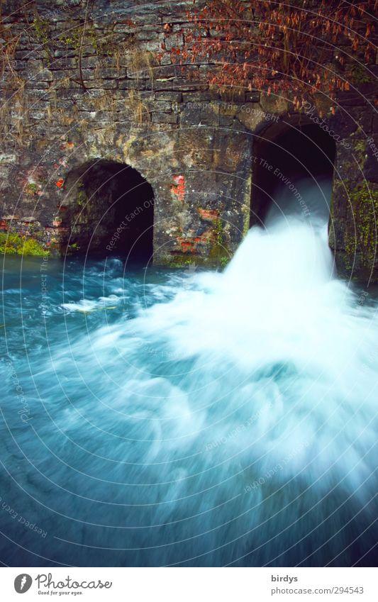 Wasserkraft Erneuerbare Energie Wasserkraftwerk Fluss Wasserfall Mauer Wand Flüssigkeit frisch nachhaltig Originalität blau Kraft Leben Bewegung Geschwindigkeit