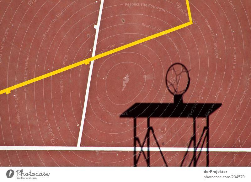 Schatten ohne Korb rot schwarz Sport Spielen Bewegung Linie Freizeit & Hobby Fitness Ball Sport-Training Basketball Fußballplatz Basketballkorb Ballsport Sportstätten Tartan