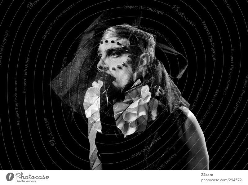harlekin elegant Stil maskulin Junger Mann Jugendliche 30-45 Jahre Erwachsene Skulptur Show Stoff träumen Traurigkeit dunkel gruselig schwarz weiß ruhig