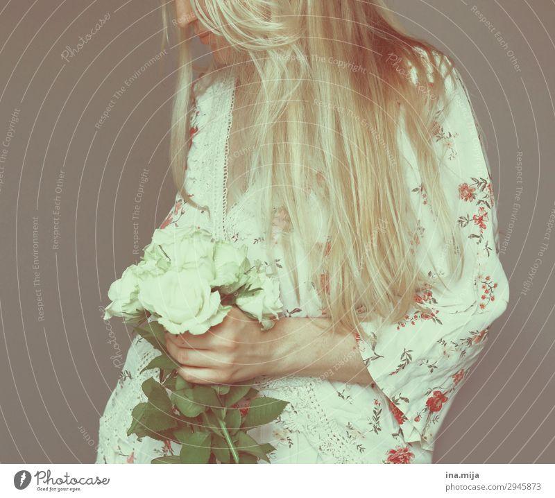 _ Mensch feminin Junge Frau Jugendliche Erwachsene 1 18-30 Jahre 30-45 Jahre Haare & Frisuren blond langhaarig weiß Farbfoto Gedeckte Farben mehrfarbig