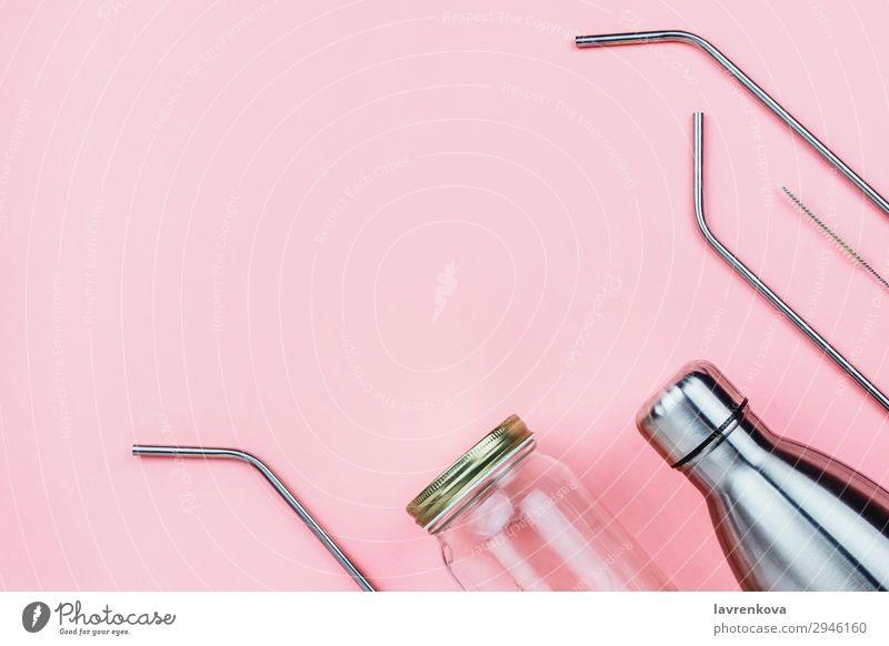 Glas-Mauerglas, Metallflasche und Strohhalme mit Pinsel Textfreiraum flache Verlegung rosa Getränk Flasche Bürste ökologisch Lifestyle Maurer Trinkhalm