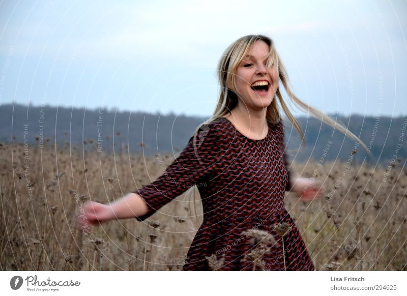 dreh mich Mensch Jugendliche schön Junge Frau Freude 18-30 Jahre Erwachsene Leben Bewegung Gefühle feminin natürlich Glück lachen träumen Freizeit & Hobby