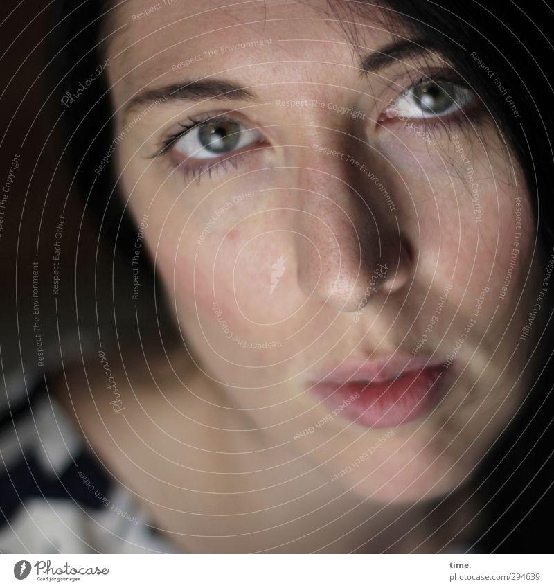 C. Mensch Frau Jugendliche schön Gesicht Erwachsene Auge Erotik feminin 18-30 Jahre authentisch beobachten Neugier geheimnisvoll Sehnsucht Gelassenheit