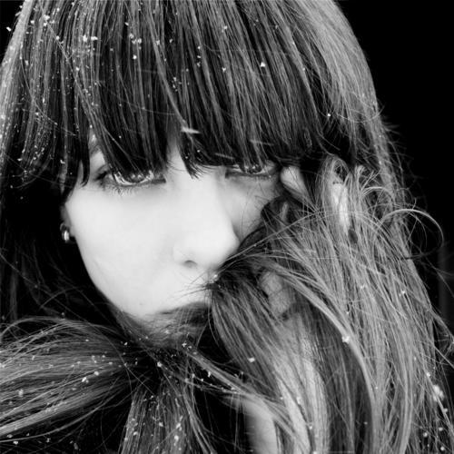Yukiko Jugendliche Junge Frau Gesicht Erwachsene Auge feminin Haare & Frisuren 18-30 Jahre Schneefall natürlich glänzend weich beobachten einfach einzigartig