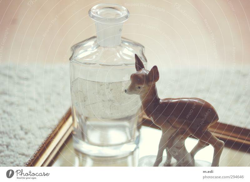 und schon wieder Bambi Spiegel Glas Porzellan alt altehrwürdig Flohmarkt Farbfoto Innenaufnahme Dämmerung