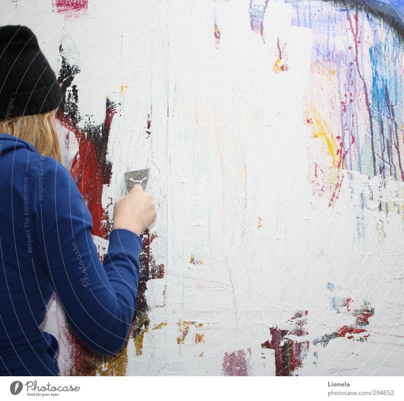 Kunst feminin 13-18 Jahre Kind Jugendliche 18-30 Jahre Erwachsene Künstler einzigartig abstrakt blond Mütze Farbfoto Innenaufnahme