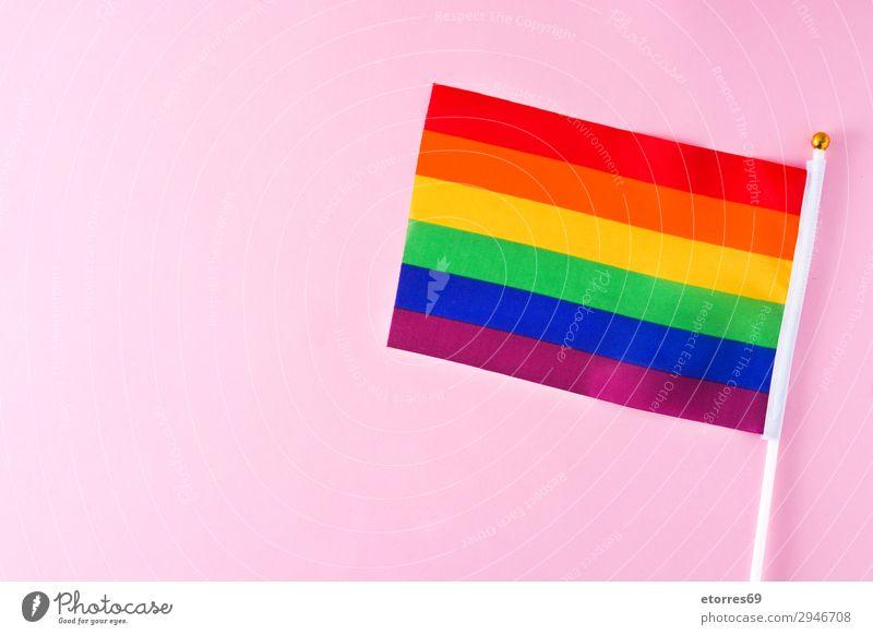 LGTB oder Regenbogenflagge. Schwulenstolzflagge. Auf rosa Hintergrund. Fahne Homosexualität lgtb Stolz Farbe rot gelb Symbole & Metaphern Transgender Vertreter