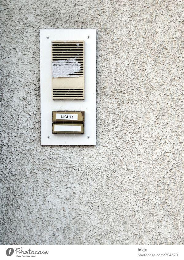 Und es werde Licht! | Lichtblicke Häusliches Leben Gegensprechanlage Technik & Technologie Lichtschalter Menschenleer Mauer Wand Fassade Namensschild Klingel