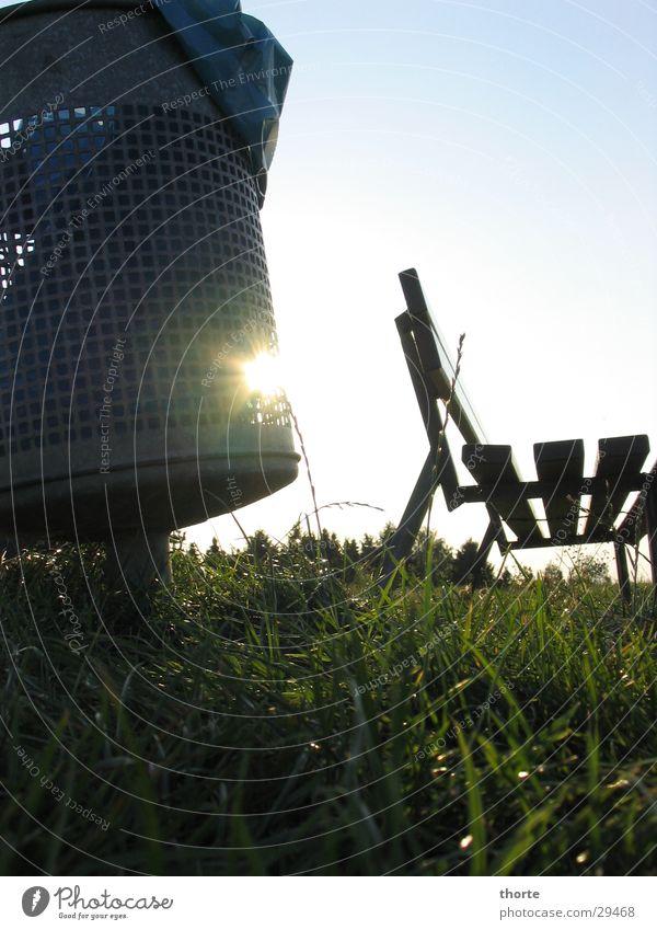 Sonne im Eimer Müllbehälter Deich Gras Gegenlicht Freizeit & Hobby Bank Himmel