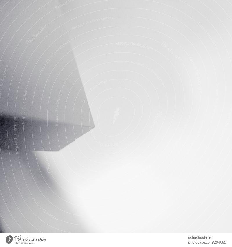 Ecke | only 28mm Tisch Tischplatte hell weiß abstrakt Geometrie Strukturen & Formen grau Schwarzweißfoto Innenaufnahme Licht Schatten Schwache Tiefenschärfe