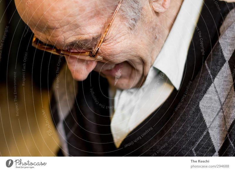 Freude oder Trauer? Mensch maskulin Männlicher Senior Mann Großvater Kopf 1 60 und älter Lächeln weinen alt orange Gefühle Stimmung Lebensfreude dankbar