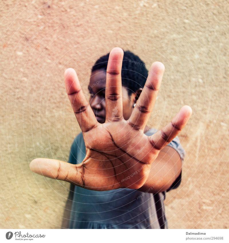 halt stop Mensch feminin Junge Frau Jugendliche Erwachsene Hand 1 13-18 Jahre Kind 18-30 Jahre Misstrauen Enttäuschung Frustration stagnierend Trennung