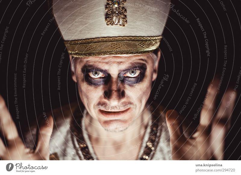 lichtblick | es werde licht Mensch Mann Erwachsene dunkel sprechen Gefühle Religion & Glaube Erde außergewöhnlich gold verrückt einzigartig Bart Hut gruselig