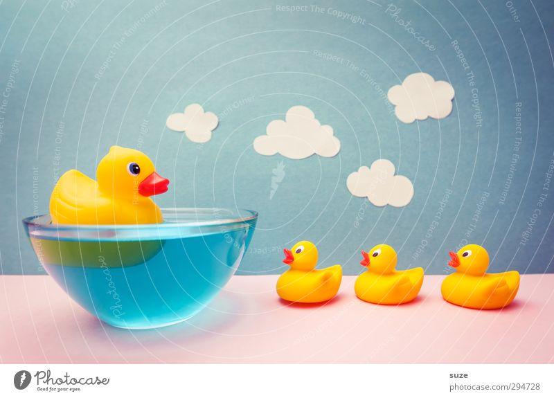 Quietschvergnügt Design Freude Schwimmen & Baden Freizeit & Hobby Spielen Basteln Kindheit Wasser Himmel Wolken Papier Spielzeug Badeente Freundlichkeit