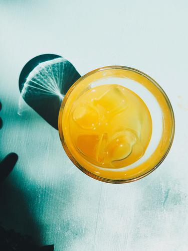 limo Picknick Getränk trinken Erfrischungsgetränk Limonade Saft Glas Lifestyle Gesunde Ernährung Leben Sommer Party ästhetisch Flüssigkeit Fröhlichkeit kalt