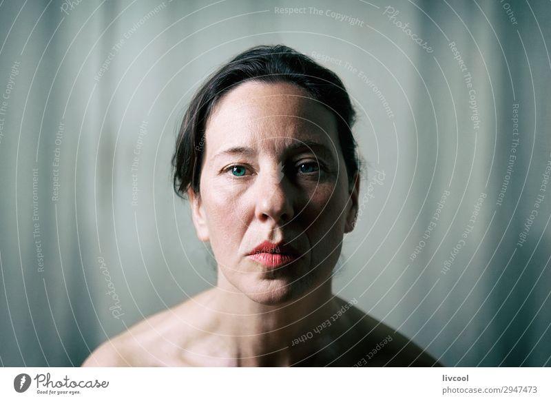 Frau Mensch schön Erholung Gesicht Lifestyle Erwachsene feminin Kopf Denken Europa Spanien Gelassenheit Beautyfotografie reif Kaukasier