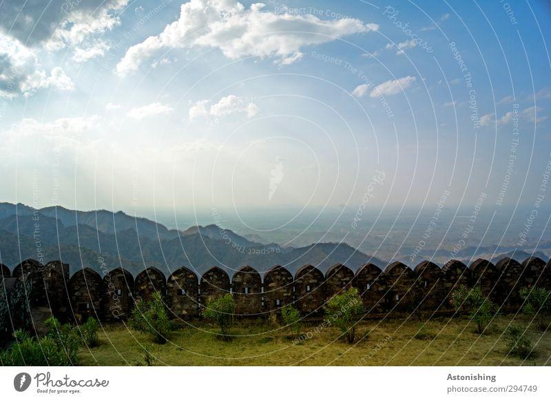 über den Zinnen Himmel Natur blau grün Pflanze Landschaft Wolken Umwelt Wiese Berge u. Gebirge Wand Wärme Gras Frühling Mauer Horizont