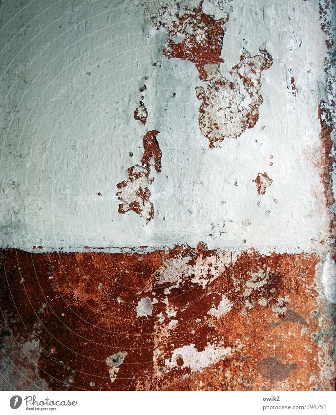 Verlorene Zeit Mauer Wand alt bedrohlich fest historisch trashig rot weiß Design Schwäche Vergänglichkeit verlieren Wandel & Veränderung Zerstörung Fleck