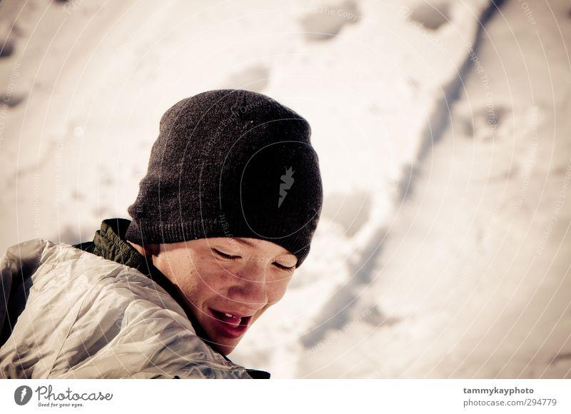 Teenager-Junge schaut in den Schnee. Ferien & Urlaub & Reisen Winter Winterurlaub Jugendliche 1 Mensch 8-13 Jahre Kind Kindheit Wetter Eis Frost Jacke Mantel