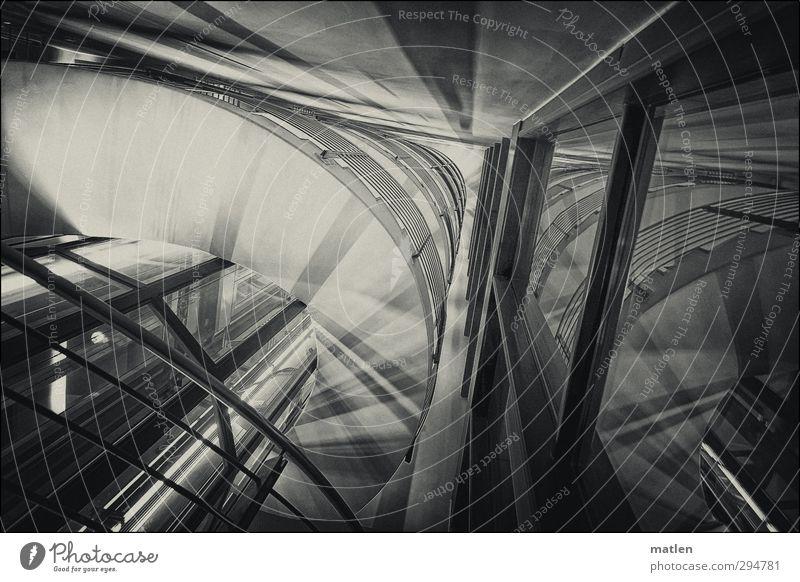 curler Menschenleer Haus Bauwerk Gebäude Architektur Mauer Wand Treppe Glas Metall eckig rund Stadt schwarz weiß Geländer Treppenhaus Spiegelung Schwarzweißfoto