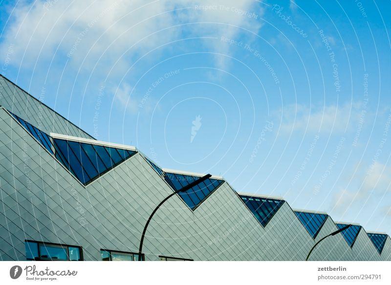 Dach Haus Stadt Hauptstadt Stadtzentrum Fußgängerzone Skyline Industrieanlage Fabrik Bauwerk Gebäude Architektur Mauer Wand fleißig diszipliniert Ausdauer