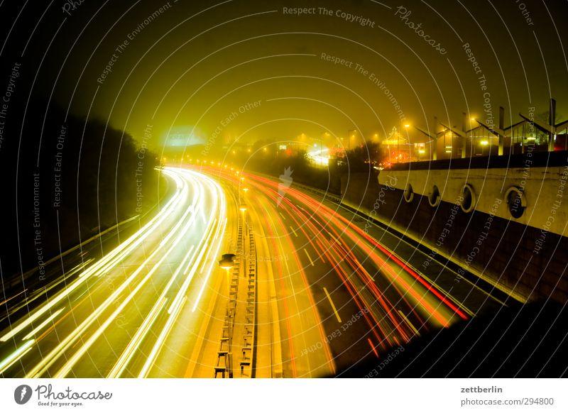 Kurve Haus Stadt Hauptstadt Stadtzentrum bevölkert Verkehr Personenverkehr Berufsverkehr Güterverkehr & Logistik Straßenverkehr Autofahren Autobahn Fahrzeug PKW