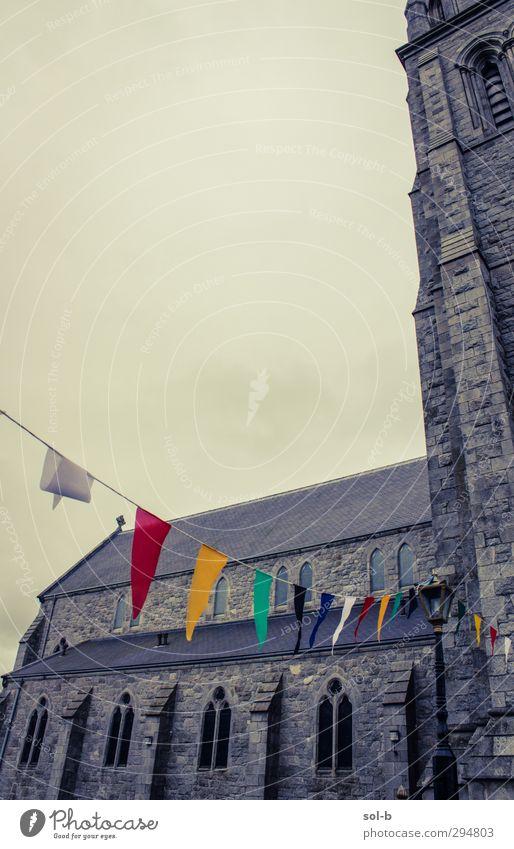 Dreiecke Feste & Feiern Architektur Wolken schlechtes Wetter Kirche Fenster alt bedrohlich historisch mehrfarbig grau Religion & Glaube Dekoration & Verzierung