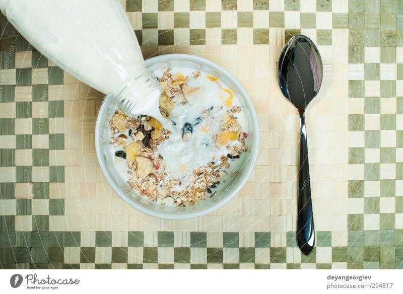 Müslifrühstück im Paket Dessert Ernährung Frühstück Vegetarische Ernährung Diät Schalen & Schüsseln Löffel Tisch Energie Korn Mahlzeit melken Snack horizontal