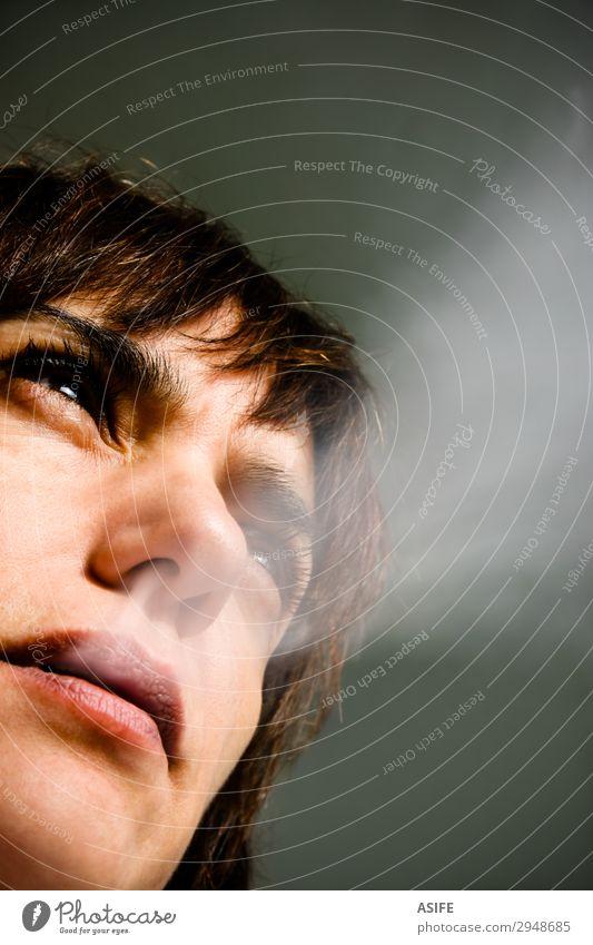 Frau Mensch Einsamkeit Gesicht Lifestyle Erwachsene Haut Mund Lippen Stress Verzweiflung Sorge Zigarette Qual Problematik Krebs