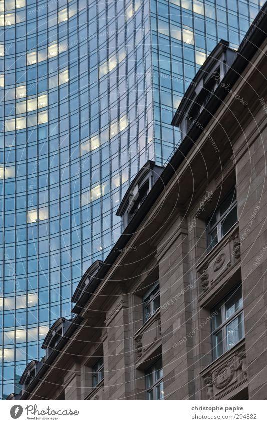Tradition & Moderne alt Stadt Haus Fenster Architektur Hintergrundbild Business Büro Fassade modern Hochhaus Geld Geldinstitut Bankgebäude Stadtzentrum Handel