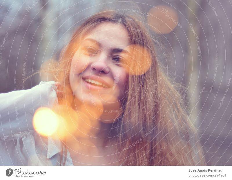 das schönste der welt-freude. feminin Junge Frau Jugendliche Kopf Haare & Frisuren Gesicht 18-30 Jahre Erwachsene Umwelt Natur Mode T-Shirt brünett langhaarig