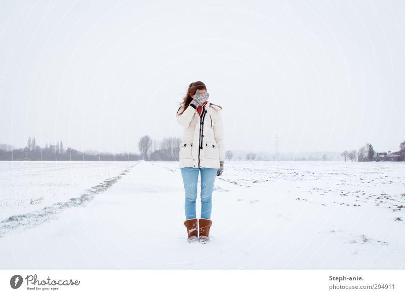 I want a reason to hope. Mensch Kind Jugendliche weiß Landschaft ruhig Winter Junge Frau Schnee feminin Traurigkeit Eis Feld Angst authentisch stehen
