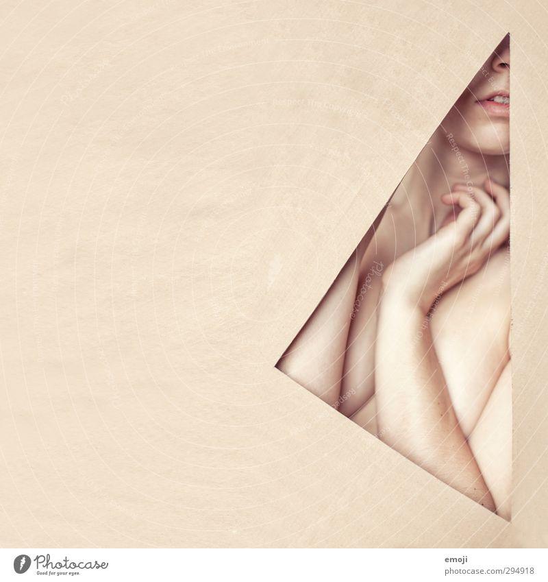 <| Mensch Jugendliche Junge Frau Erwachsene feminin 18-30 Jahre hell außergewöhnlich Haut graphisch Dreieck Hautfarbe Grafische Darstellung androgyn