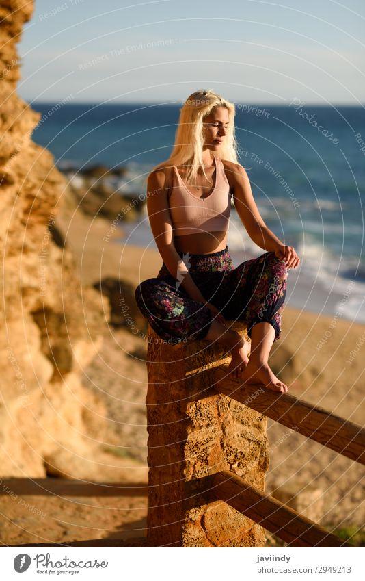 Frau Mensch Himmel Ferien & Urlaub & Reisen Natur Jugendliche Junge Frau Sommer schön Sonne Meer Erholung Freude Strand 18-30 Jahre Lifestyle