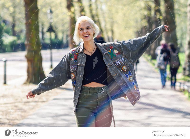 Frau Mensch Himmel Natur Jugendliche Junge Frau Sommer schön grün Hand Baum Erholung Freude Wald 18-30 Jahre Lifestyle